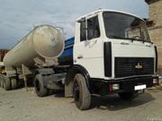 Седельный тягач МАЗ с прицепом цистерной цементовозом