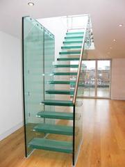 Ограждения и лестницы из стекла